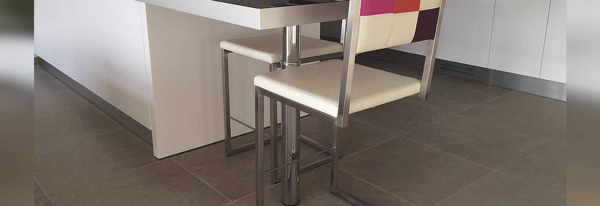 chaise de bar et de cuisine sur mesure echass-pied - les pieds sur ... - Table De Cuisine Sur Mesure