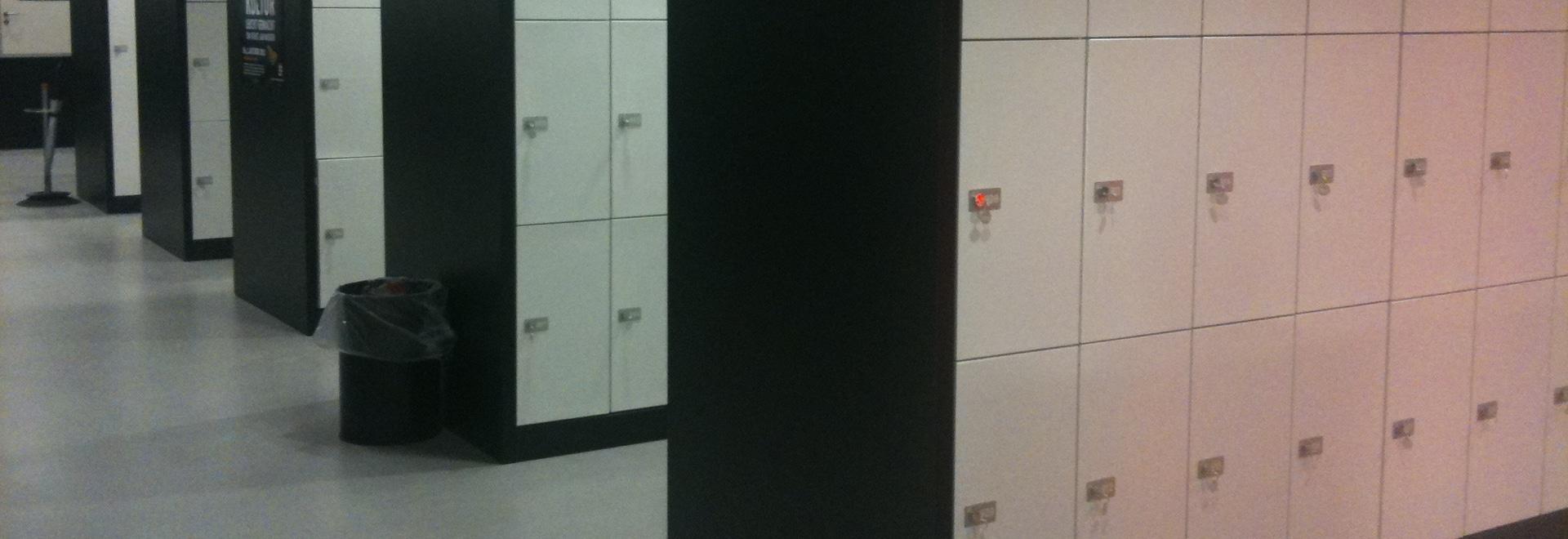 Installation de casiers d'école
