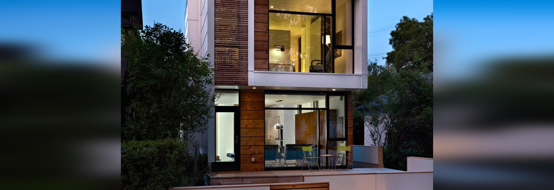 Une maison étroite qui maintient son yeux sur la rue