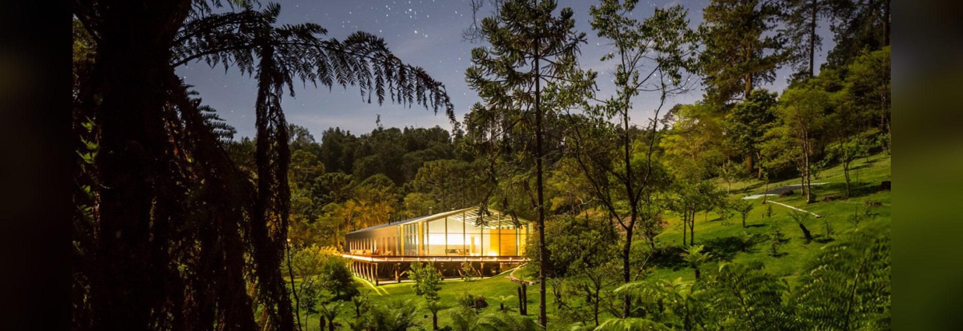 La maison Mororó par Studio MK27 est une mètre-longue maison 65 au Brésil rural
