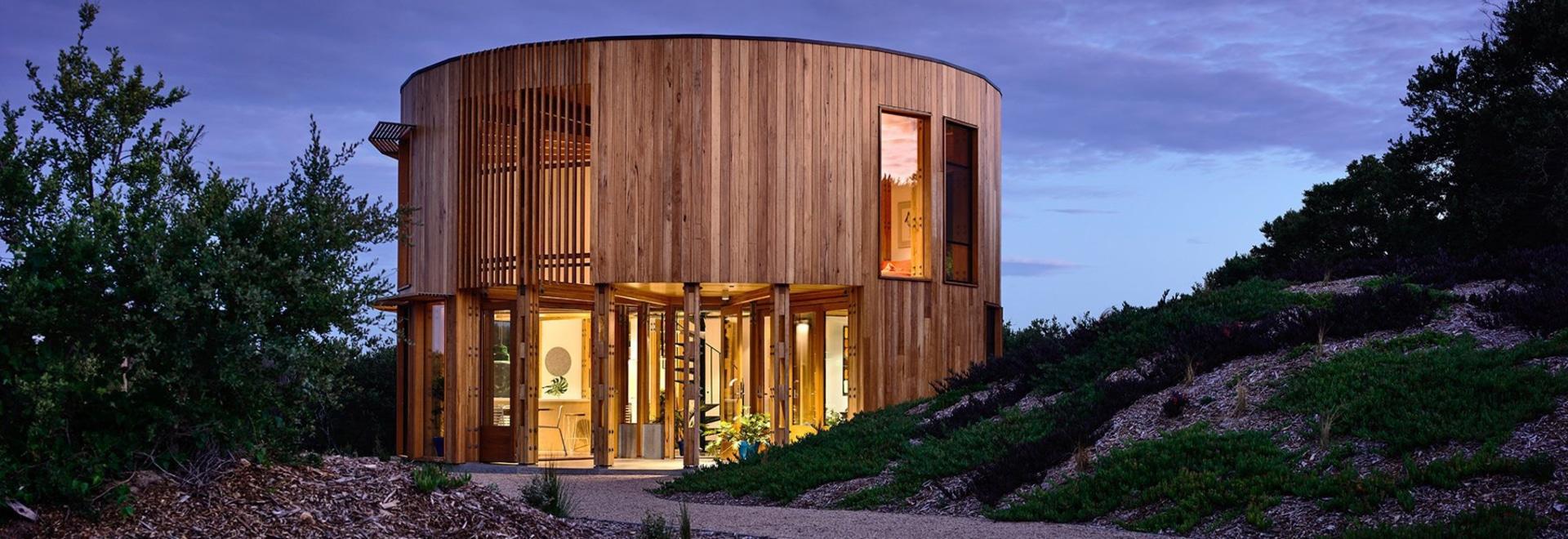 la maison de plage circulaire des maynard d'Austin est isolée parmi les dunes côtières de l'australie
