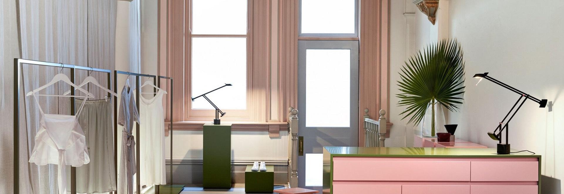 Rose pour la prière : Magasin de Melbourne de House Design de moine nouveau par le studio d'attaché de presse