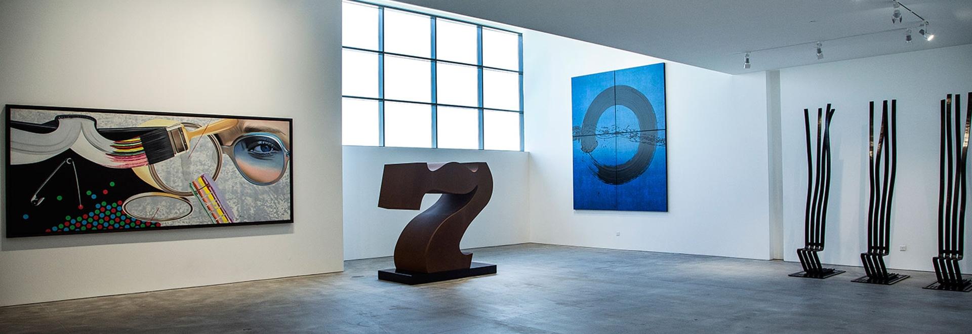 Stéphane Custot, l'art-revendeur français et gallerist, ouvre son avant-poste de Dubaï avec «le monde se réunit ici», décrit. Courtoisie de photographie de galerie Dubaï de Custot