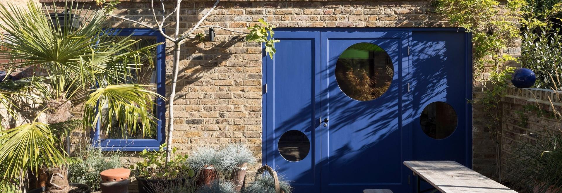 Le studio de conception de hausse transforme le jardin de Londres plat pour maximiser le stockage et la lumière