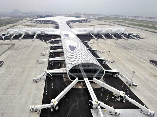 Shenzhen Bao ? Un aéroport international à Shenzhen, Chine (2013)