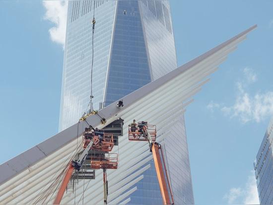 Une aile de l'Oculus du hub de transport du World Trade Center de Calatrava. Photographie par l'utilisateur de Flickr plusieurs secondes