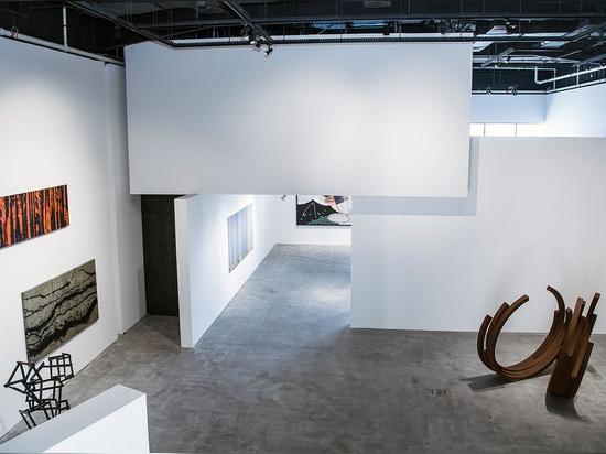 L'exposition recueille le travail de Marc Quinn, d'Ian Davenport, de Bernar Venet, de Pablo Reinoso et de Fabienne Verdier, tout de qui a pris du temps hors de leurs programmes occupés de montrer à...