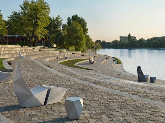 Ivanka disperse les meubles de rue concrets facettés autour du secteur de conception de Miami