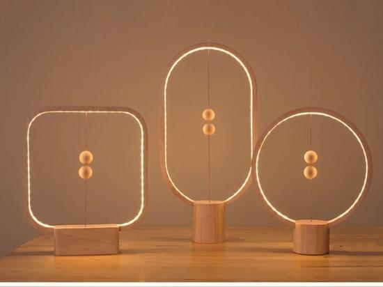 Cette nouvelle lampe a une manière peu conventionnelle de la tourner en marche et en arrêt