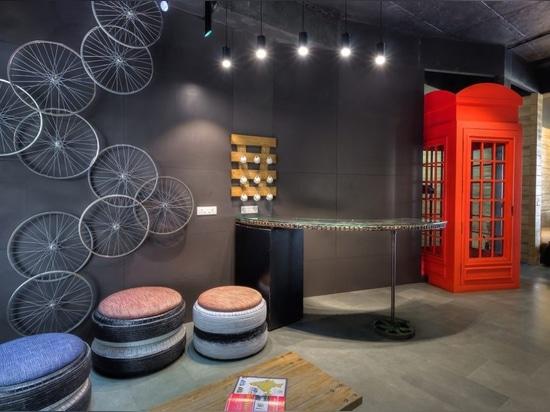 D'architectes déchets d'upcycle créativement dans des bureaux étonnant chics