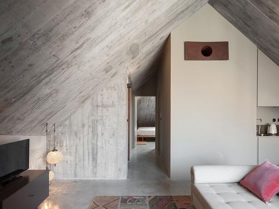 Rouillé et amusement : Hôtel de logement de luxe d'Armazém par Piedra Líquida