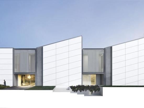 Villa avec la façade d'en céramique aggloméré