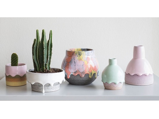Collection de Brian Giniewski Ceramics Has Created A de navires d'égouttement d'arc-en-ciel