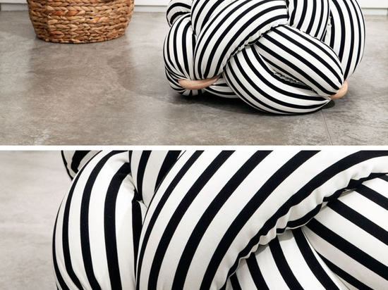 La conception de ces coussins surdimensionnés a été inspirée par des noeuds attachés par des marins