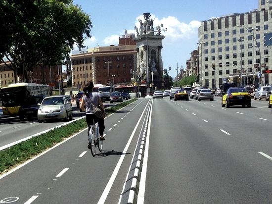Séparateur de ruelle en caoutchouc de cycle de MOMPE installé à Barcelone
