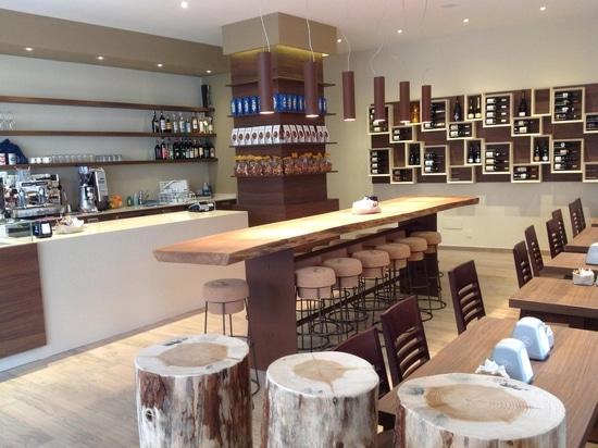 Meubles de magasin de vin