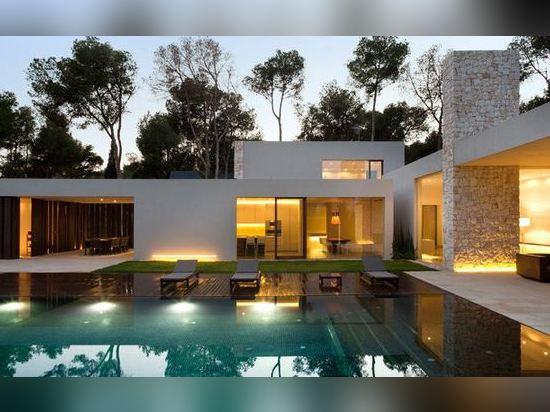 Ramon Esteve Conçoit Une Chambre Entourée Par Une Forêt De Pin