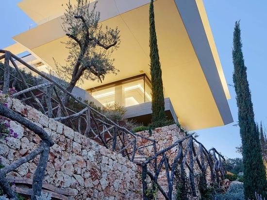 Gras Arquitectos fait confiance à KRION et à Butech pour la façade de Where Eagles Dare