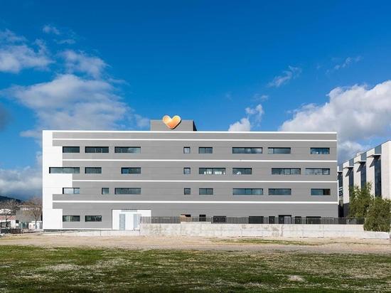 L'agence de voyages Thomas Cook installe KRION sur la façade de ses nouvelles installations à Majorque