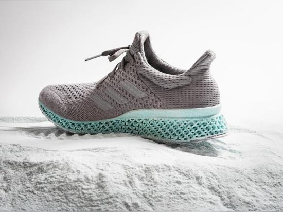 Chaussure d'Adidas d'Alexander Taylor des déchets en plastique