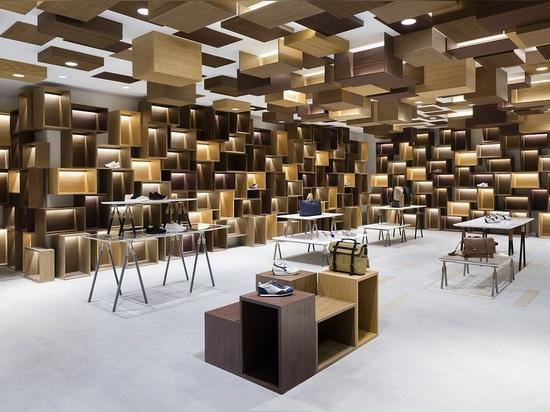 L'un des treize curated les espaces au détail par Nendo au centre commercial de Siam Discovery. Photo : Takumi Ota