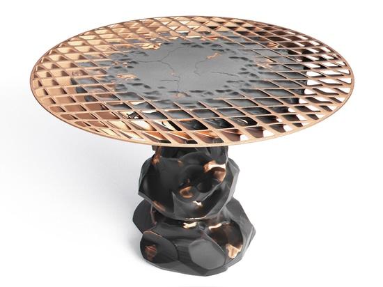 Janne Kyttanen prolonge la collection de meubles de Metsidian créée par la soudure d'explosion