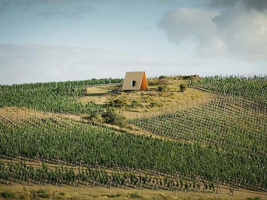 La chapelle du sacromonte de MAPA en Uruguay respecte le paysage en niant son emprisonnement
