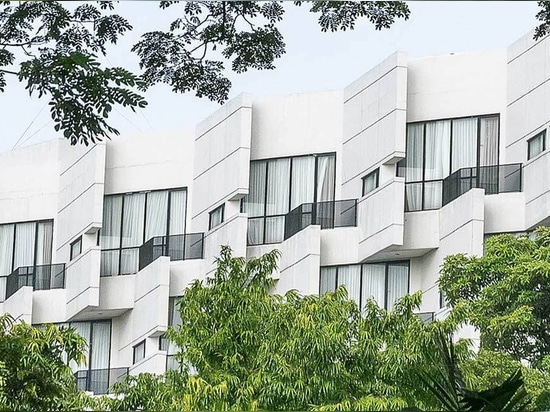 L'architecture CRUE conçoit un hôtel concret wickering de rivoli à Jakarta est serré
