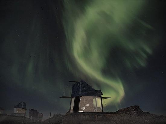 le bureau opposé conçoit les maisons mobiles pour que les touristes observent les lumières du nord en Islande