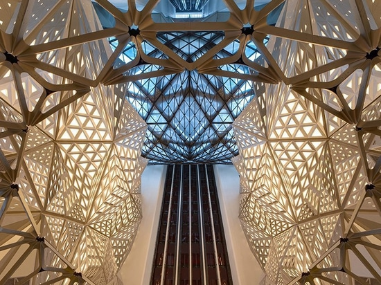 les architectes de hadid de zaha ouvre l'hôtel de morpheus en tant qu'élément de la ville de Macao des rêves recourent