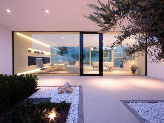 Villa de piscine de piscine découverte de Jesolo par architecture de la JM
