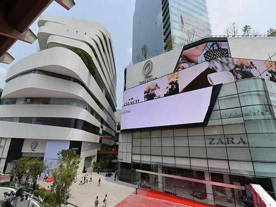 l'architecture de leeser combine la nature + l'urbanism avec le centre commercial de luxe à Bangkok