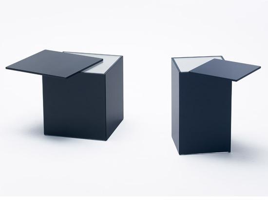 Nendo décale des étagères et des surfaces pour des meubles en verre de glissière