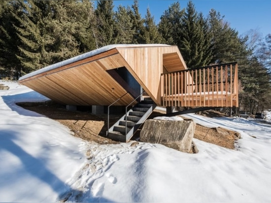 L'architecte Stefan Hitthaler respire la nouvelle vie dans un chalet inspiré par le UFO des années 1970