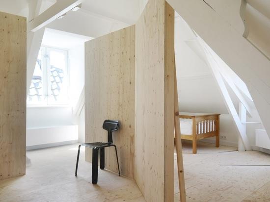 Les architectes inconnus célèbre les détails originaux dans la rénovation de la Chambre faisante le coin