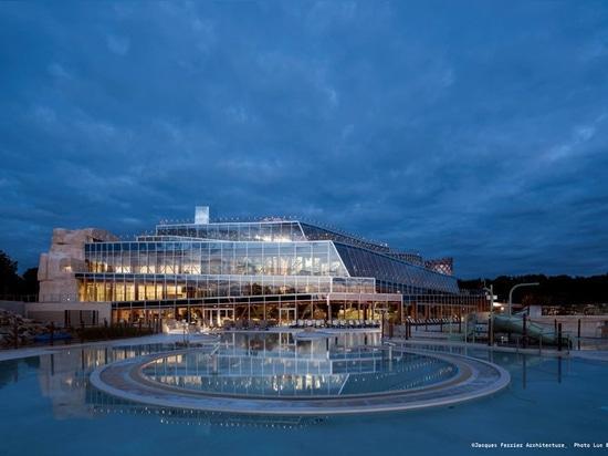 le parc aquatique en forme d'origamis des ferrier de Jacques en France émerge comme paysage établi