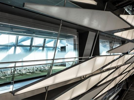Le Morphosis tisse la façade d'installation de recherches de textile de la fibre renforcée