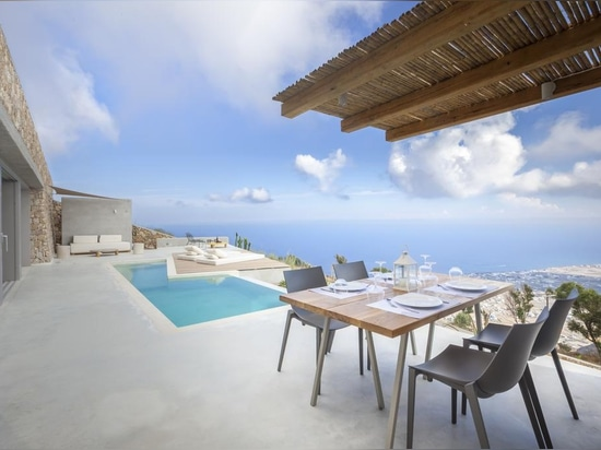 Luxe méditerranéen au dessus même de Santorini