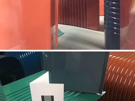 """Tin Cans Were The Inspiration derrière les tabourets """"PaperThin"""" par ll'atelier"""