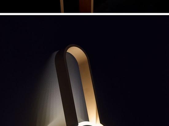 Le portail est une lampe qui n'est ni un bougeoir ni une lumière de plancher, mais elle peut agir en tant que chacun des deux