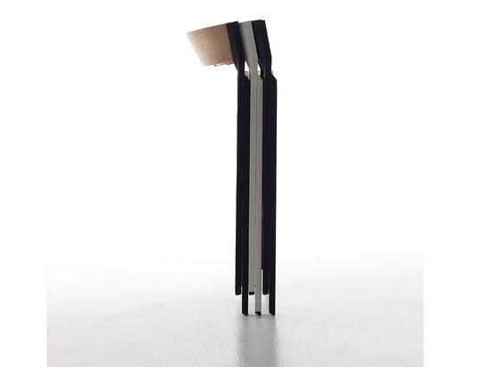 La chaise pliante conçue par Steffen Kehrle est une combinaison d'innovation, de qualité, de sévérité et de fiabilité.