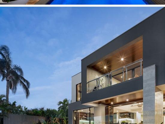 """La conception """"de la Riviera"""" est concentrée sur la vie et espace d'intérieur/extérieurs pour le divertissement"""