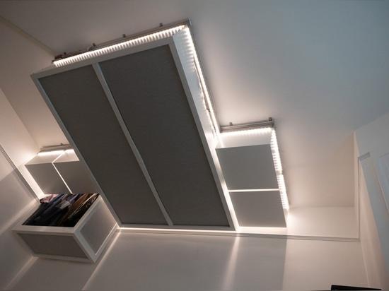 les meubles robotiques contrôlés par l'AI de plafond créent l'espace supplémentaire pour les maisons minuscules