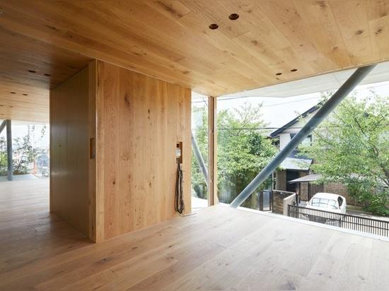 """le hata de tomohiro construit """"la maison moulue"""" en réponse à la densité d'Osaka"""