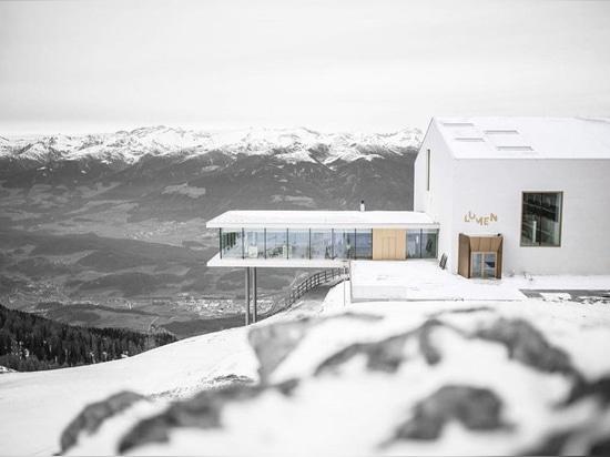 le musée de lumen de la photographie de montagne se repose sur les dolomites