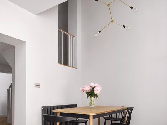 Dominic McKenzie Architects ajoute l'extension comme une tour à la maison de Londres