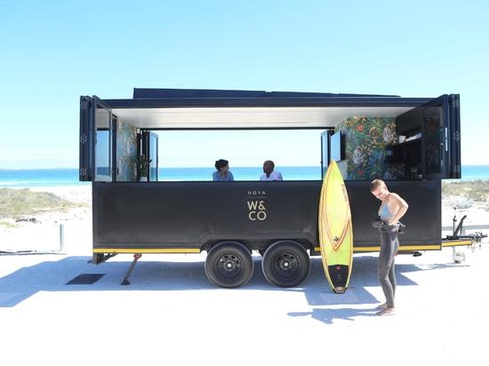 La cosse de nova est un bureau de Co-travail à énergie solaire sur des roues