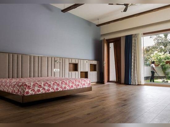 les architectes d'anagramme revisite la typologie de pavillon dans la résidence à quatre chambes en Inde