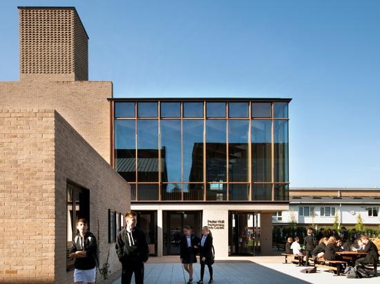 Conceptions Peter Hall Performing Arts Centre de Haworth Tompkins avec le foyer en verre