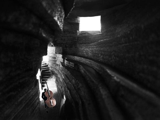 Chapelle de conceptions d'architecture ouverte de la salle de concert saine à ressembler au rocher creusé-